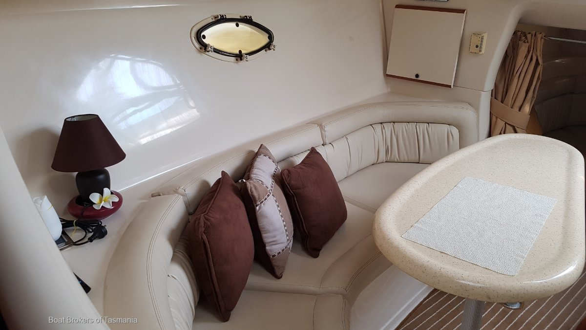 Double D's Silverton 310 Express Powerful wide bodied Sports Cruiser. Boat Brokers of Tasmania