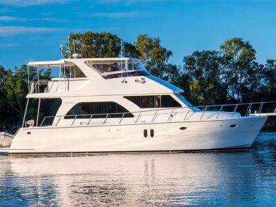Activa 5300 Raised Pilothouse