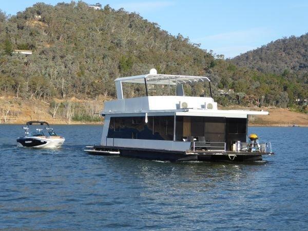 Houseboat Holiday Home on Lake Eildon, Vic.:Hallett @ Lake Eildon