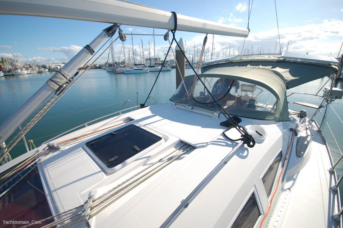 Elan Impression 384:Deck looking aft Port