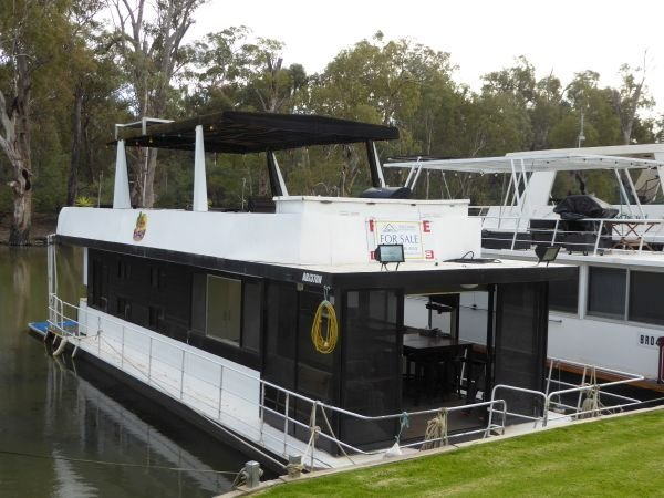 Houseboat Holiday Home on the Murray River @ DCM.:Rancho Relaxo @ DCM