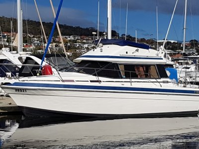 Markline 900 Flybridge Twin Volvo diesels and lots of extras.