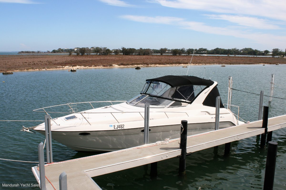 Regal 322 *** GREAT FAMILY DAY BOAT *** $55999 ***