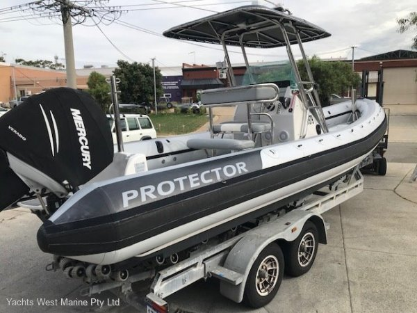 Protector 7.50 Centre Console:Protector 7.5m by YACHTS WEST MARINE 9335 7788