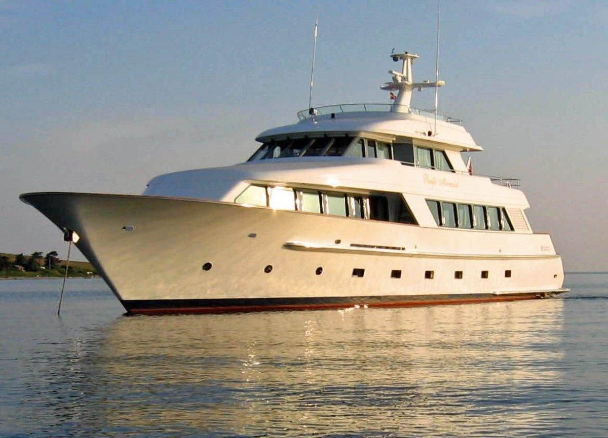 Salthouse 105 Superyacht Pacific Mermaid