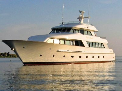 Salthouse 105 Superyacht Pacific Mermaid