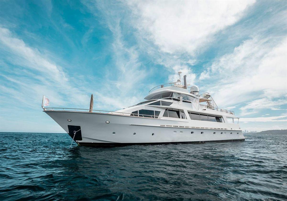 Lloyd 111 Superyacht