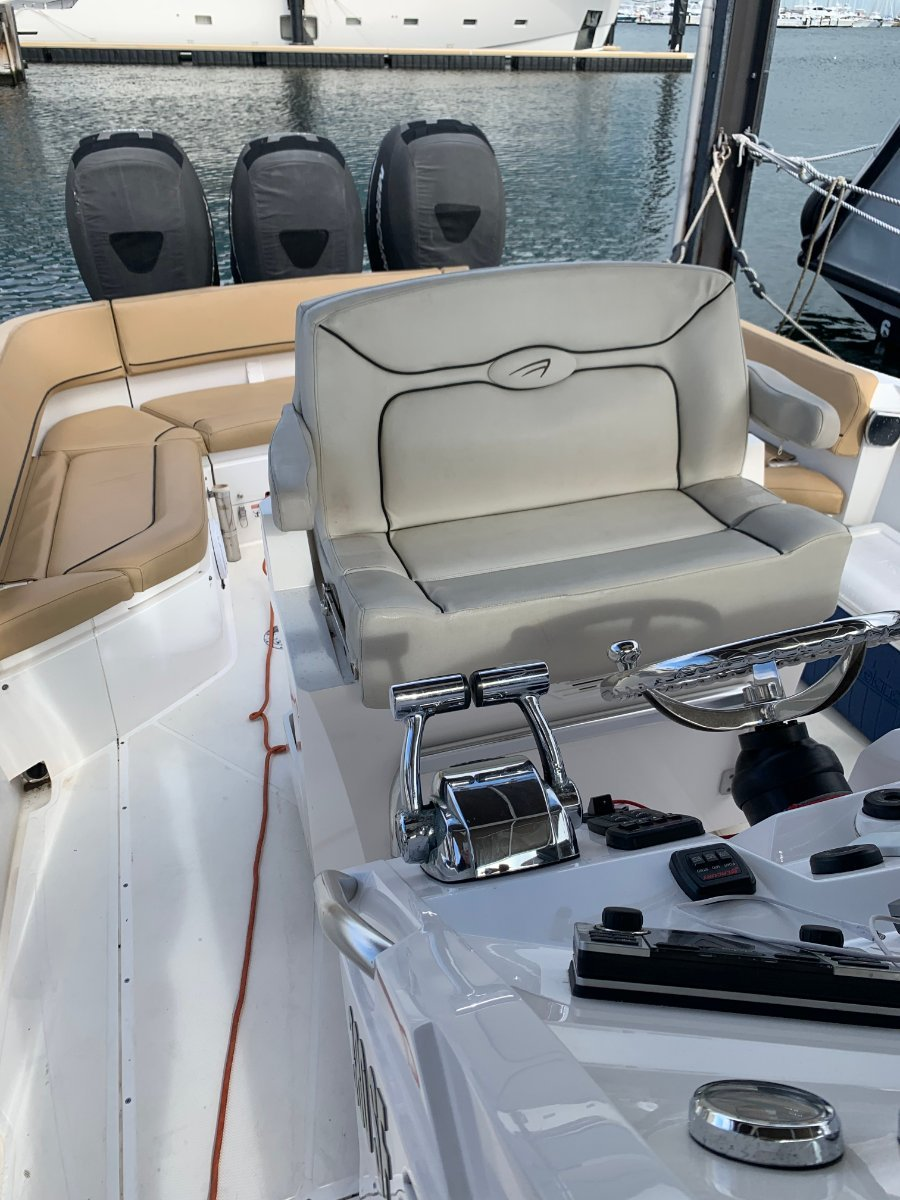 Al Dhaen 380SF Wavebreaker THREE ENGINES & All The Bells and Whistles