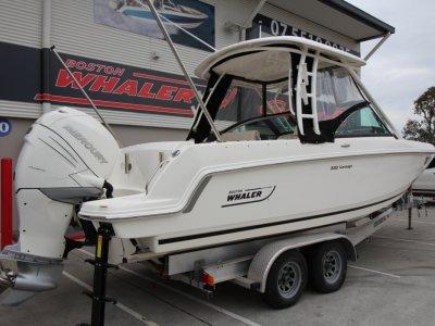 Boston Whaler 230 Vantage Dual Console Bowrider