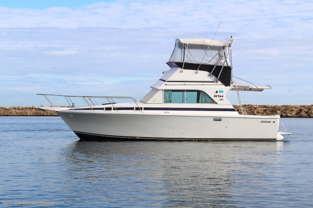 Bertram 31 Flybridge Cruiser