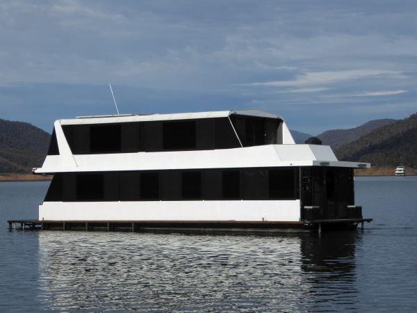 Houseboat Holiday Home on Lake Eildon, Vic.:Just Trickin on Lake Eildon
