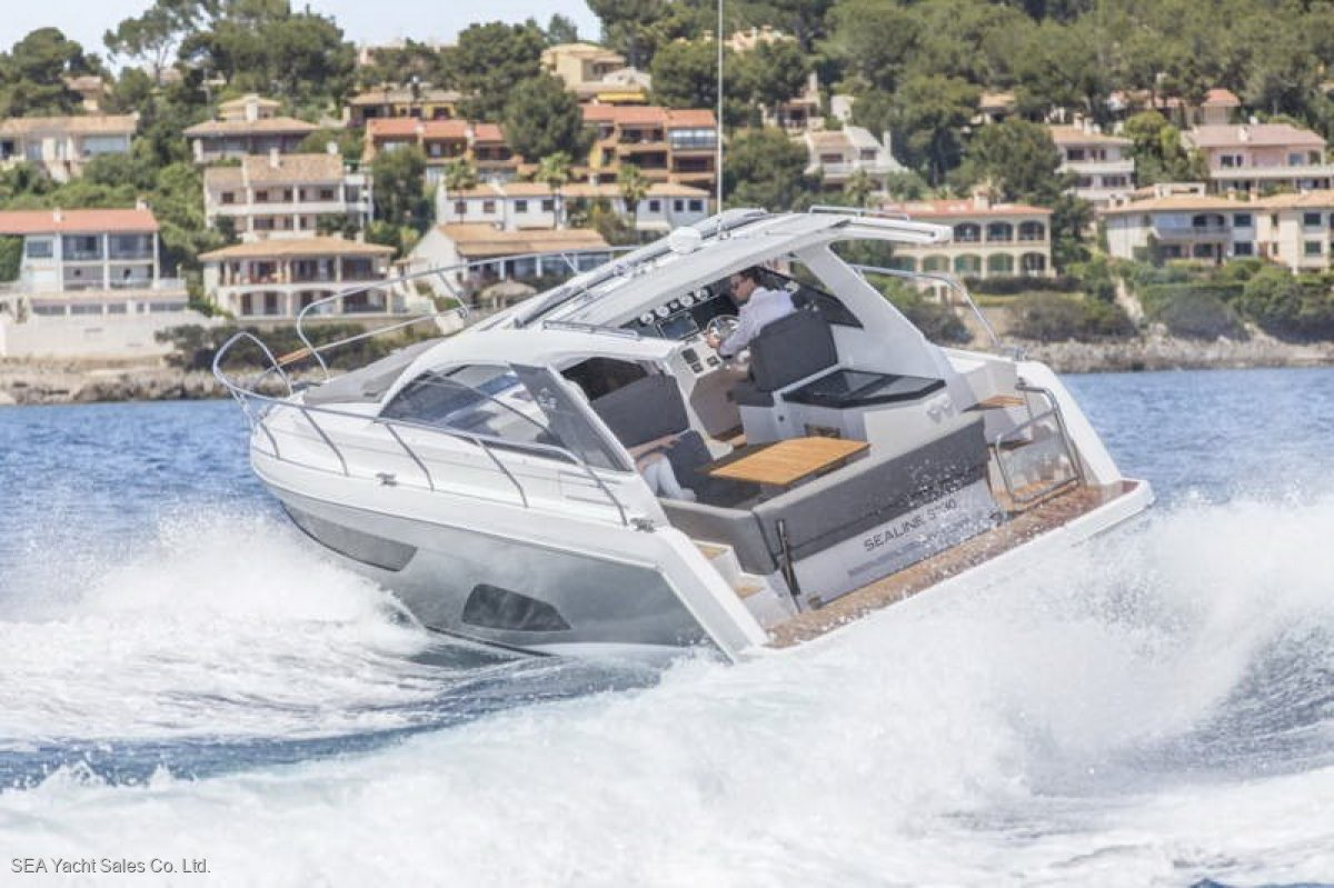 Sealine S330 Loaded with Extras - Save Euro 25700