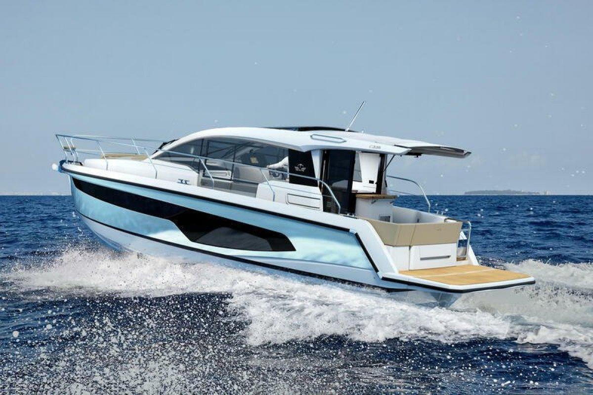 Sealine C330 Loads of Extras - Save EUR 27,000