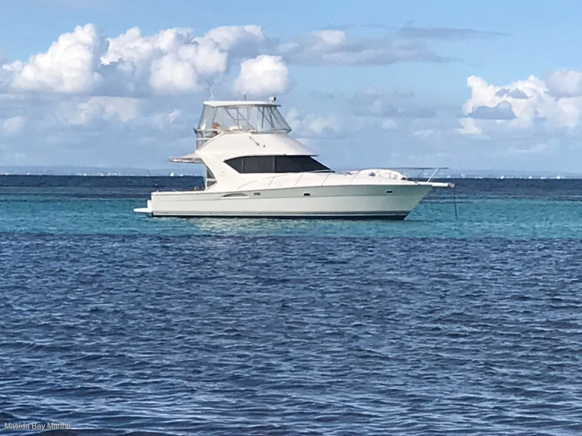 Riviera 3850 Flybridge Cruiser