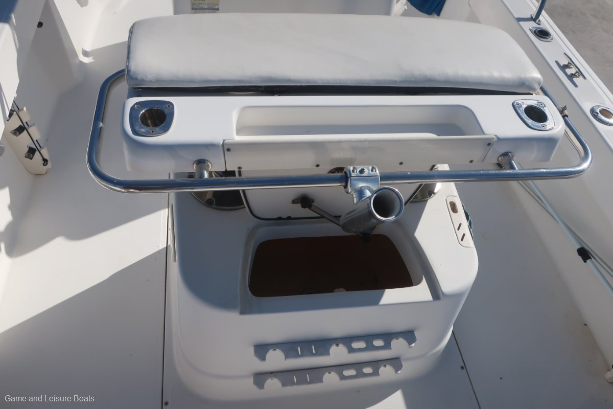 Boston Whaler 190 Outrage - 2005 MY