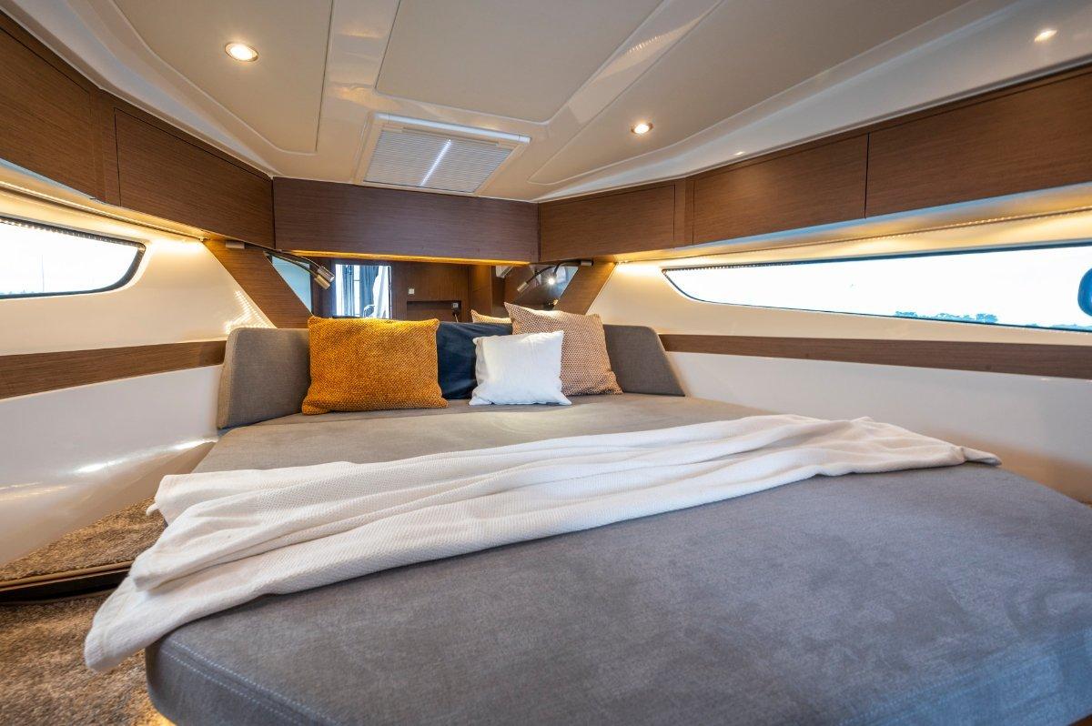 New Beneteau Antares 11 Flybridge