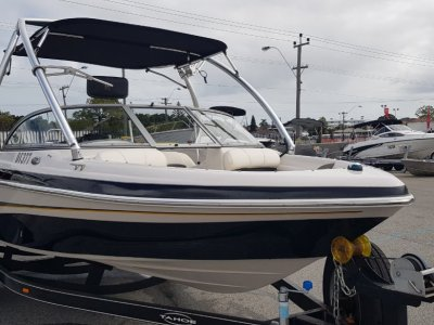 Tahoe Q4 Sport Deluxe Bow Rider