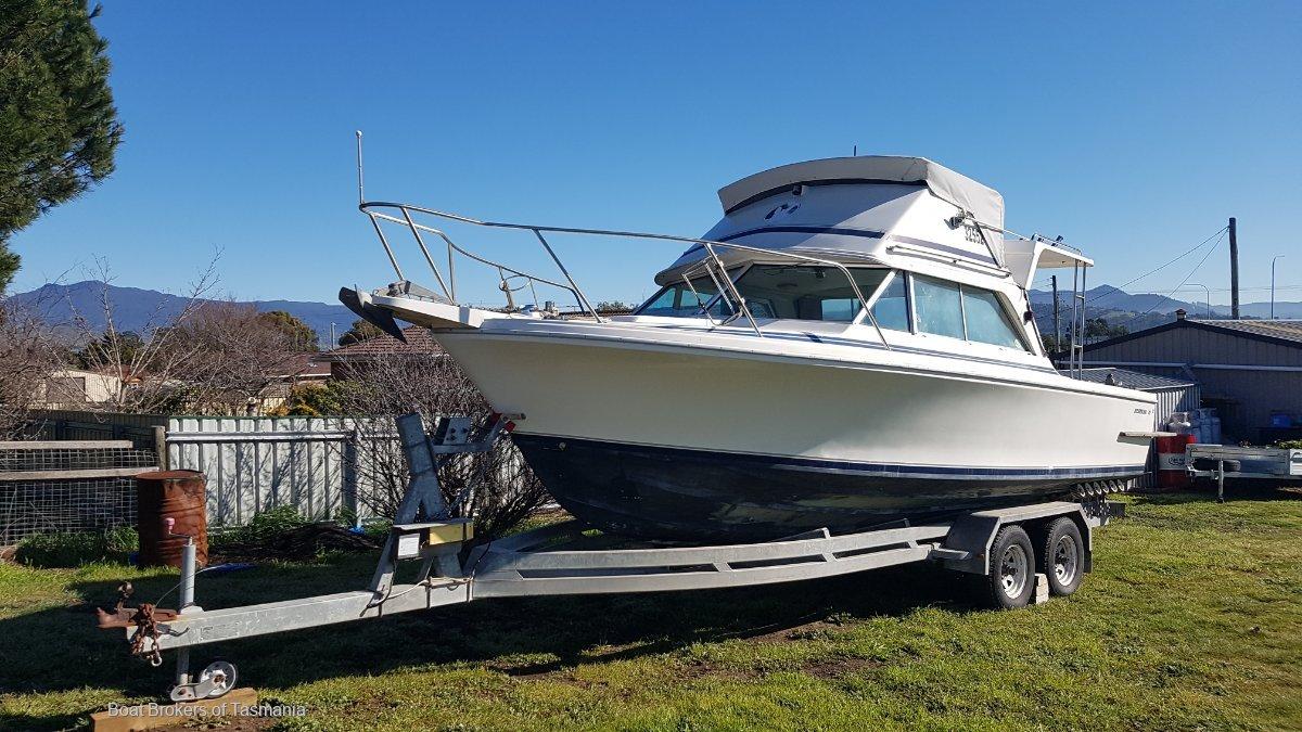 Bertram 25 Sportsfisher. Easytow tandem trailer. Many extras!