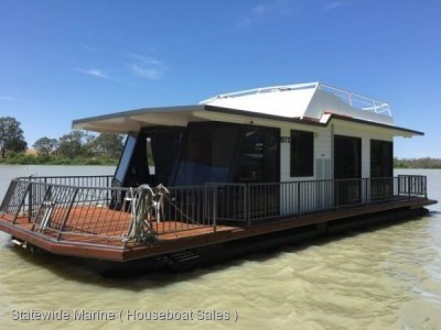 Immaculate and Fastidiously Maintained Houseboat