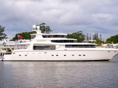 Johnson 96 Motor Yacht