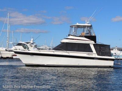 Riviera 34 Flybridge Cruiser with twin 2011 Yanmar Diesels