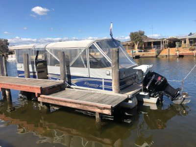 Sun Tracker Party Barge 25 XP3 Regency Edition 2012, low hours at 142 and presents like new!