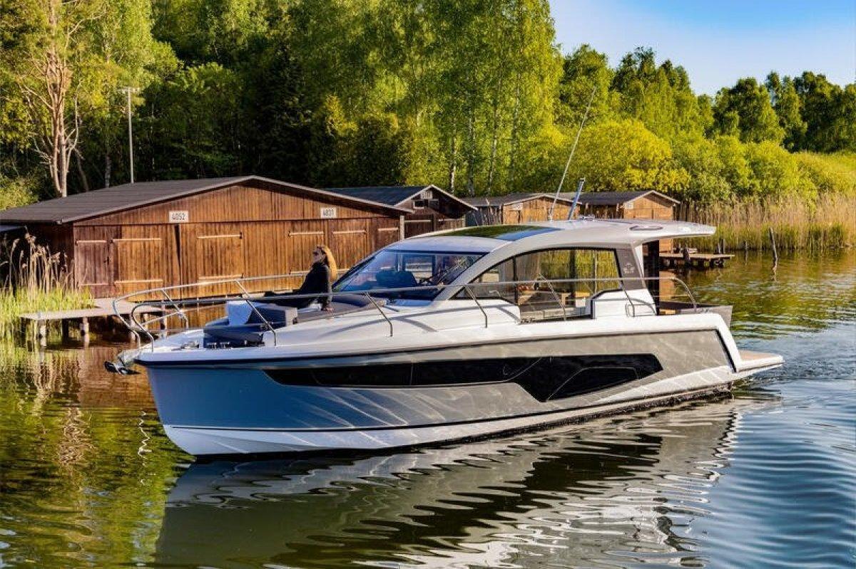 Sealine C335 SEAYS Liveaboard Version -- Save Euro 18,000+
