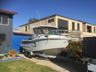 Assassin 660 Hard Top DhuFish, Cabin Cruiser