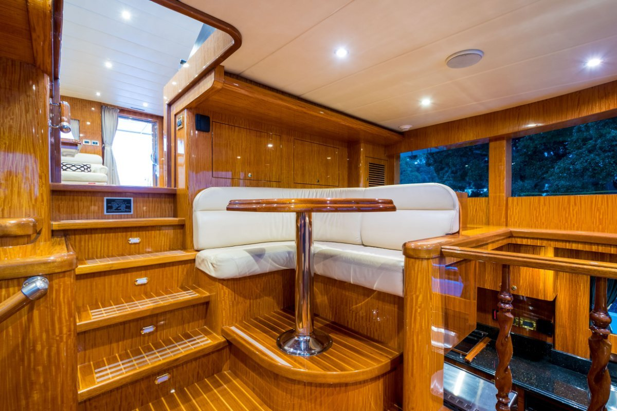 Johnson 96 Motor Yacht - 2006MY