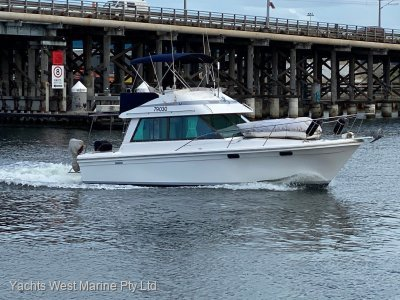 "Riviera 34 Flybridge Cruiser ""Twin Diesel Shaft Drive"""