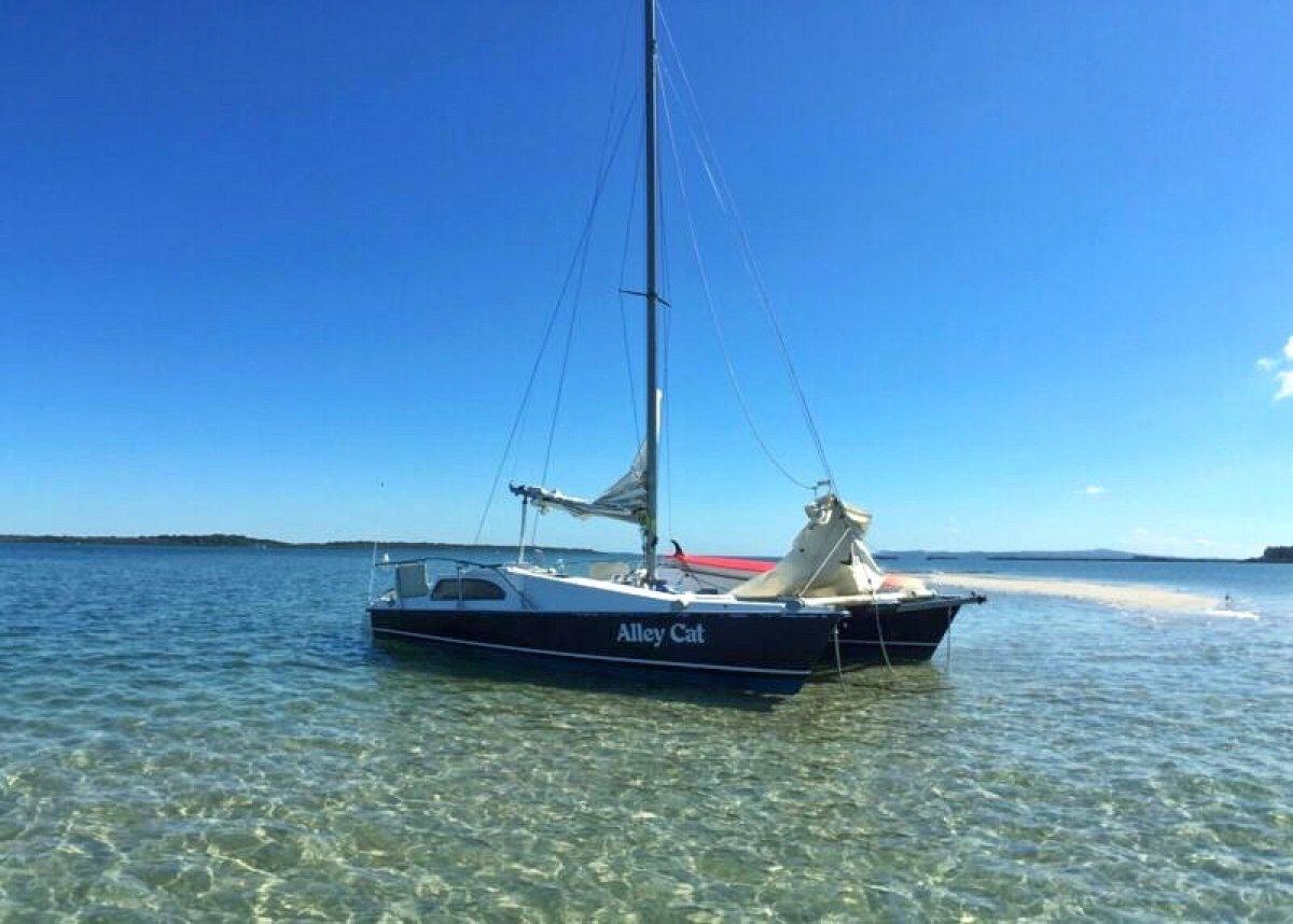 International 24 Catamaran