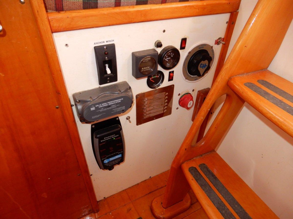 John Pugh 32 Motor Sailer PROTECTED COCKPIT, HUGE INVENTORY, MANY UPGRADES!