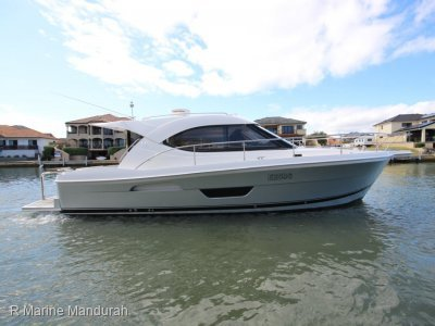 Riviera 3600 Sport Yacht ***LATE MODEL SUPER LOW HOURS ***