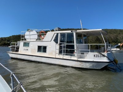 Fenwicks Houseboat