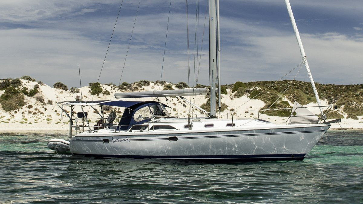 Catalina 42 2-Cabin layout shallow draft