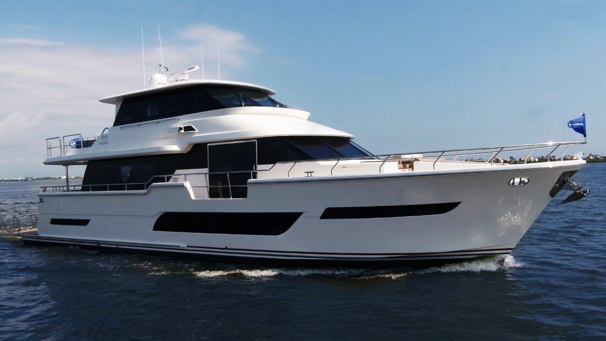 Horizon Yacht V81