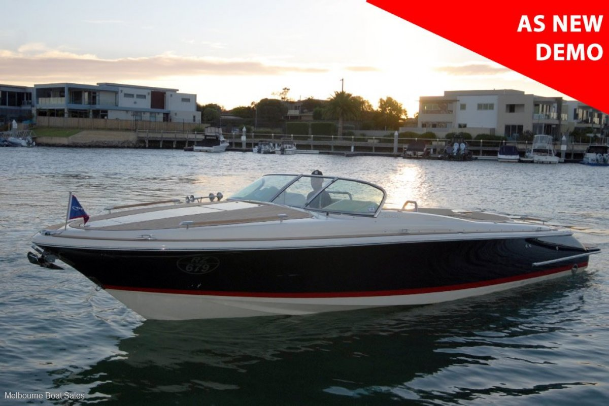 Chris Craft Corsair 30 - ONLY 15 HOURS. TRAILER INCLUDED
