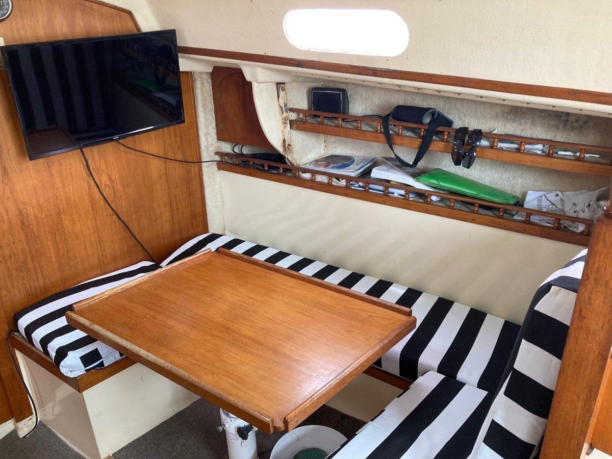Phantom 32 Cruiser