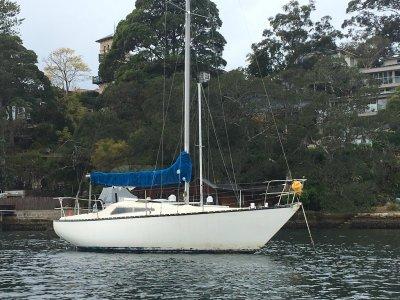 Joubert Pelican 27 ft yacht Diesel head room fiberglass yacht