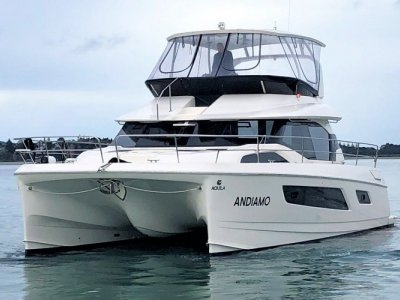 Aquila 44 Powercat