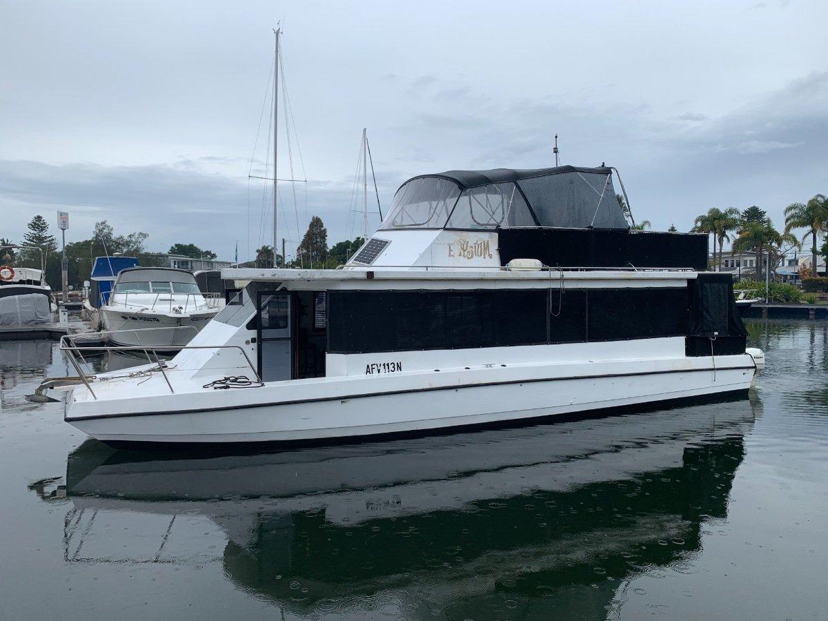 Peter Jackson Home Cruiser 42