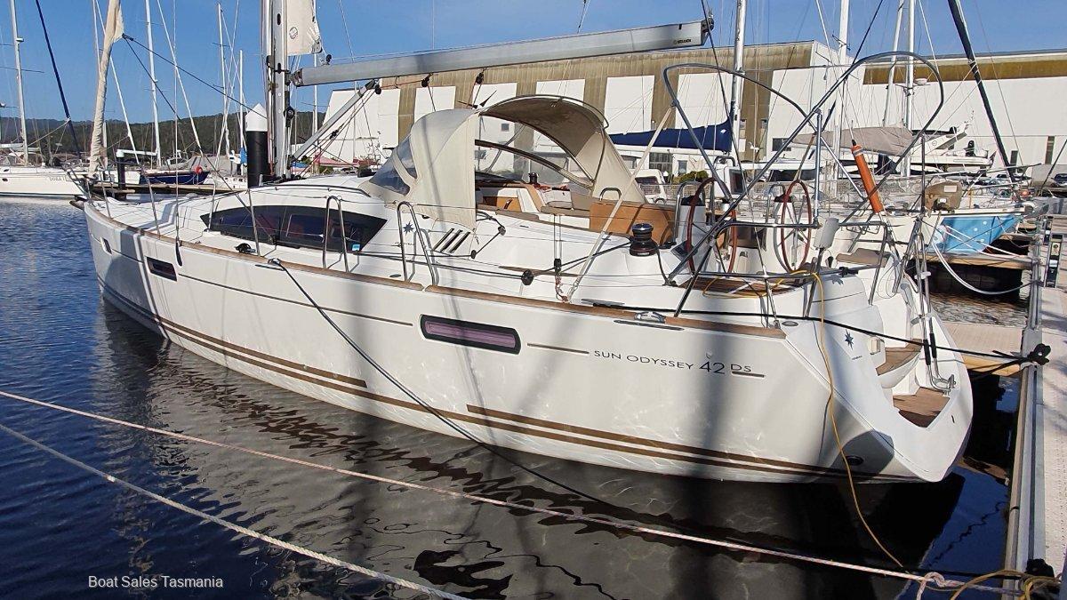 Jeanneau Sun Odyssey 42DS Genevieve