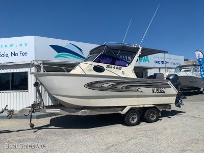 Cairns Custom Craft 6.5 Half Cabin Cat 2014 115Hp four stroke Yamaha motor 86hrs