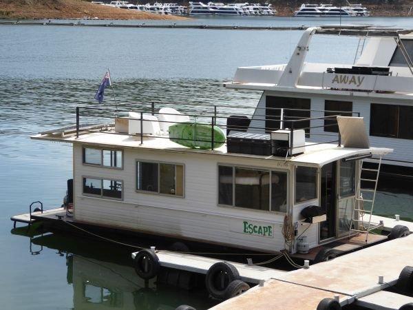 Houseboat Holiday Home on Lake Eildon, Vic.:Honeymoon Escape on Lake Eildon