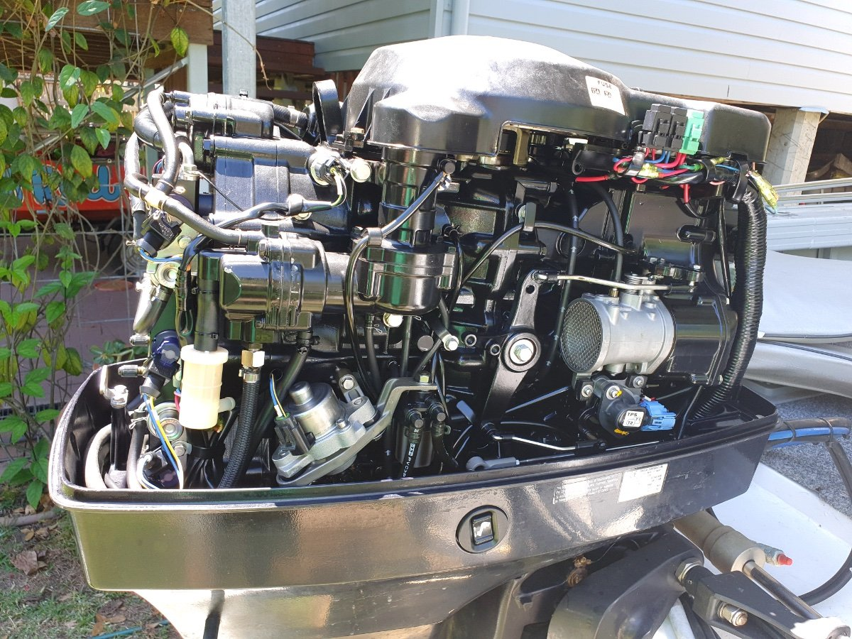Bluefin 4.75 Tomcat With casting deck and trailer