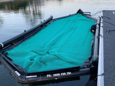 Seapen Perfect working condition and new net - housed 23 foot bowrider