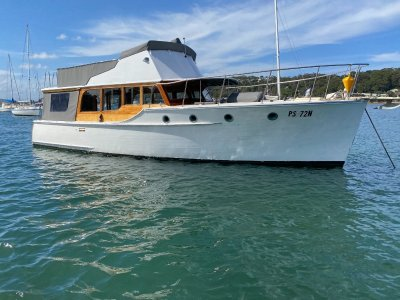 Halvorsen 38 Flybridge cruiser.