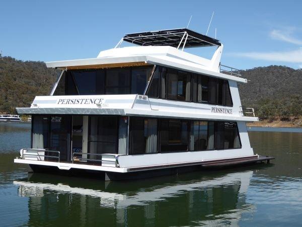 Houseboat Holiday Home on Lake Eildon, Vic.:Persistence on Lake Eildon