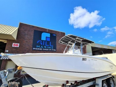 Boston Whaler 240 Outrage TWIN YAMAHA 2012 V6 225HP 4 STROKE OUTBOARDS
