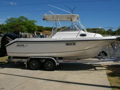 Boston Whaler 230 Conquest twin 150hp fours stroke engines and 2020 Trailer